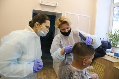 Перемены начинаются с прически. В Уфе открылась парикмахерская для бездомных и нуждающихся людей 7